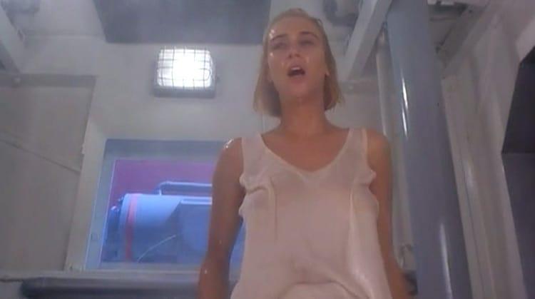 alien Degli Abissi Nude Scenes