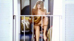 luomo Che Guarda Nude Scenes