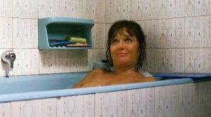 Valeria Golino nuda nella vasca da bagno